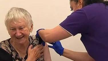 COVID: Jane Malysiak receiving the vaccination. Picture: ABC News