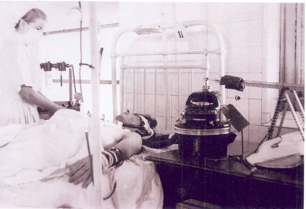 'Meccano' Ventilator: The apparatus on the left was a device used for squeeze-drying/ironing items. It provided the drive-power that was modified through the levers and gears to operate the concertina bellows. Picture: Dr Warren Gunner
