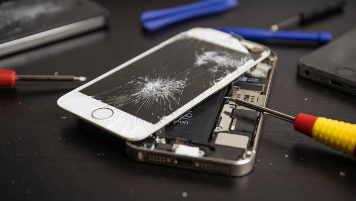 Apple has launched a program through which Australian businesses can sign up to get parts required for out-of-warranty repairs of its phones and computers. Picture: Shutterstock.